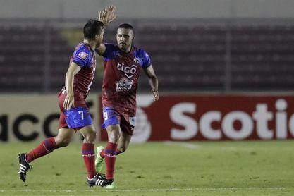 El FAS y el Metapán meten presión a los lideres del fútbol en El Salvador