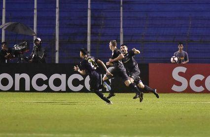 El hondureño Lacayo marca en la goleada del Comunicaciones, líder del futbol en Guatemala