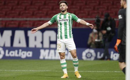 """Álex Moreno abre la puerta a una posible salida del Betis: """"Grandes clubes han llamado a mi agente"""""""