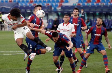 0-1. El Sevilla no afloja en la lucha por el título