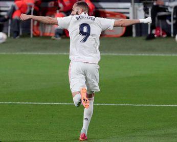 Benzema iguala a Raúl marcando a 35 equipos en Liga