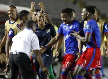 Plaza Amador y Universitario encarrilan su camino hacia las semifinales del fútbol en Panamá