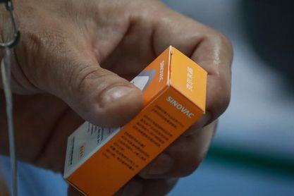 Las vacunas chinas donadas a la Conmebol llegarán a Uruguay el miércoles