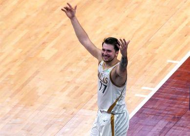 115-110: Doncic y los Mavericks arruinan el regreso a Anthony Davis con los Lakers