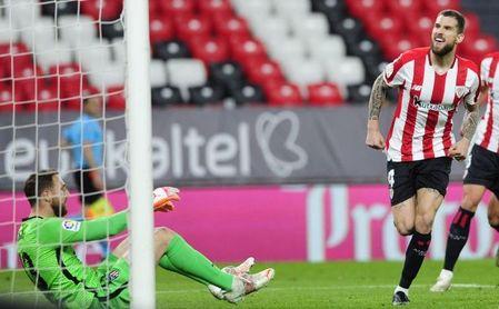2-1: Iñigo Martínez derrota al Atlético y aprieta la Liga
