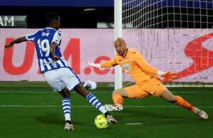Isak supera a Iago Aspas y se coloca entre los seis máximos goleadores