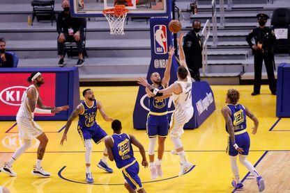 103-133. Doncic, con 39 puntos, gana el duelo a Curry