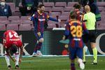 1-2. El Granada pone la Liga patas arriba e impide el liderato del Barcelona