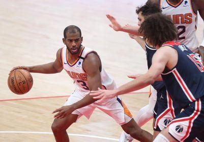 109-101. Paul y Booker llevan a Suns a playoffs por primera vez en 11 años