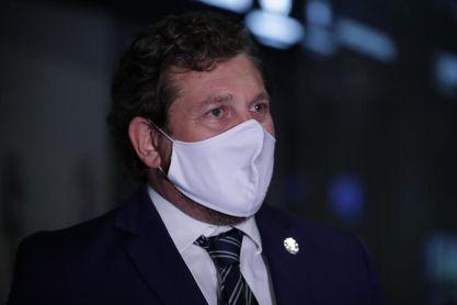 """Domínguez celebra la """"histórica"""" llegada de las vacunas de Conmebol a Uruguay"""