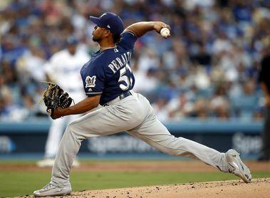 3-1. Peralta domina con su serpentina a los Dodgers y se apunta la victoria de los Cerveceros