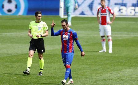3-0: Kike García agarra al Eibar a Primera con un triplete