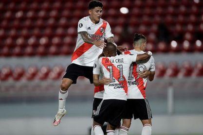 Santa Fe, a enderezar camino ante River Plate en un partido que está en vilo