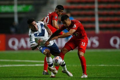 0-2. Vélez Sarsfield logra victoria clave en Chile y hunde a Unión La Calera