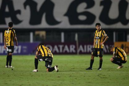 5-0. Recital del Santos para sumar su primer triunfo y hundir a The Strongest