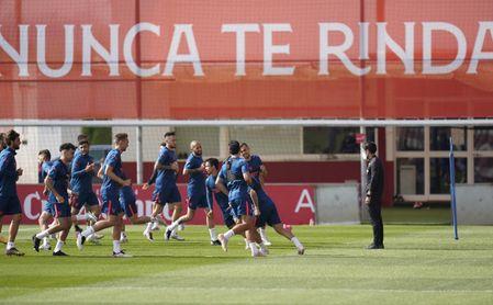 El Sevilla vuelve al trabajo con dos ausencias importantes.