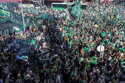 Miles de hinchas esperan en el Alvalade a un Sporting a punto de ser campeón