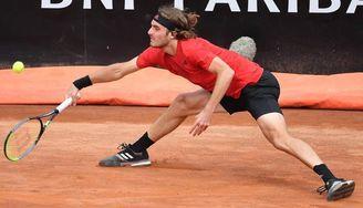 Tsitsipas elimina a Berrettini y jugará los cuartos contra Djokovic