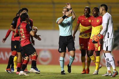2-1. El eliminado Aucas frena al Melgar, que conserva el liderato con el Paranaense