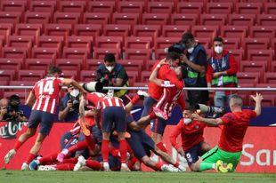 2-1. Suárez rescata la Liga