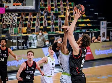 87-82. Una victoria a la heroica alarga la vida del Bilbao Basket