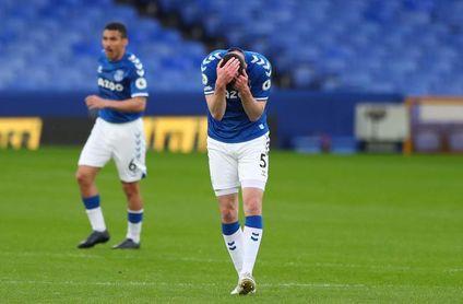 El colista sonroja al Everton de Ancelotti y James