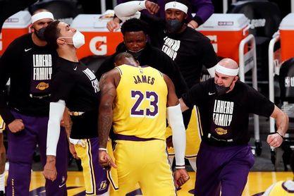 109-95: Davis y James someten a los Suns y los Lakers toman ventaja