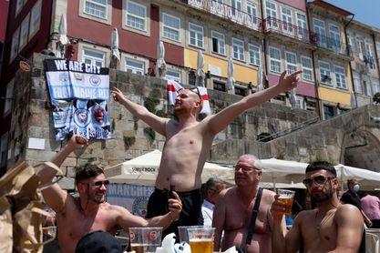 Incidentes entre aficionados ingleses crispan el clima de la Champions en Oporto