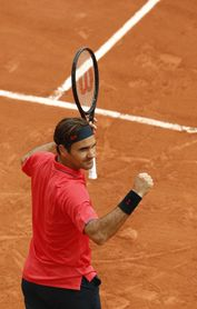Djokovic, Nadal y Federer avanzan, Barty y Pliskova tropiezan