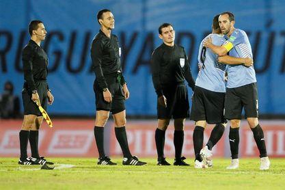 Vacunan contra la covid-19 a los futbolistas de la selección uruguaya