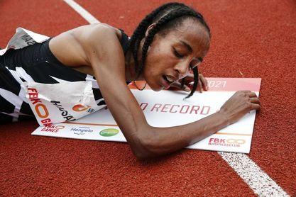 Sifan Hassan bate el récord mundial de 10.000 con 29:06.82