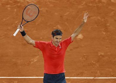 Trabajado triunfo de Federer para llegar a octavos en la madrugada parisiense