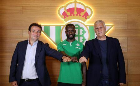 OFICIAL: Sabaly, nuevo jugador del Betis hasta 2026