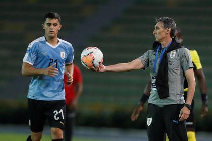 El defensa uruguayo Agustín Oliveros firma con el Necaxa