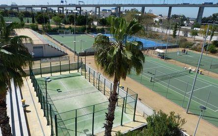 El SADUS amplía la oferta de alquiler de pistas de tenis y pádel