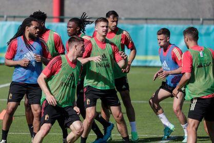 El rey de Bélgica visita a su selección antes de la Eurocopa