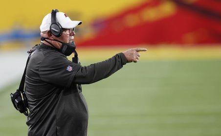 Entrenadores de la NFL motivan a sus jugadores en el uso de la vacuna anticovid