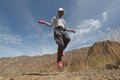"""""""Mano de piedra"""", la niña boliviana que consagra la mitad de su vida al boxeo"""