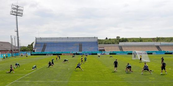 Ucrania pacta con la UEFA usar la camiseta con un lema nacionalista en la Eurocopa