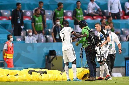 Activista de Greenpeace pierde control paracaídas y cae en el Allianz Arena