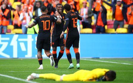 0-3: Países Bajos presenta sus credenciales al título sin Luuk de Jong