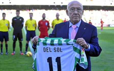 La emotiva despedida de Juanma Moreno, presidente de la Junta de Andalucía, a Luis del Sol