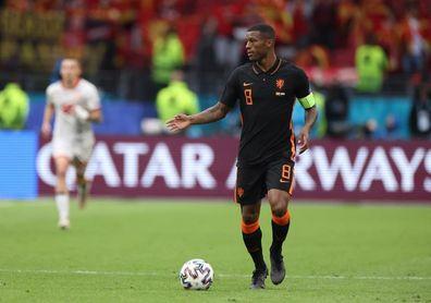 Wijnaldum pide que la UEFA suspenda los partidos donde haya gritos racistas