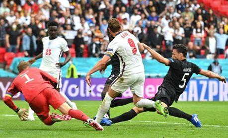 2-0. La pasión de Inglaterra acaba con una Alemania gris