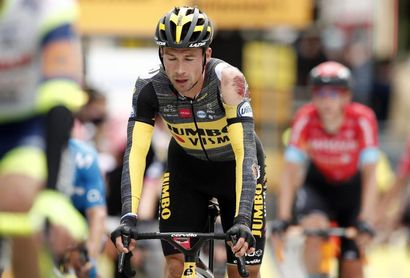 Movimiento de protesta de los ciclistas del Tour por las numerosas caídas