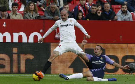 Aleix Vidal rescinde su contrato con el Sevilla FC