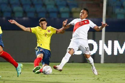 Medina elogia fútbol práctico de Uruguay y Cuéllar a Tabárez y sus jugadores