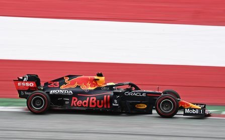Verstappen dominó el primer libre en Austria; Sainz tercero y 'Checo' octavo