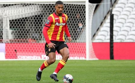 Se esfuma uno de los posibles recambios de Koundé en el Sevilla FC.