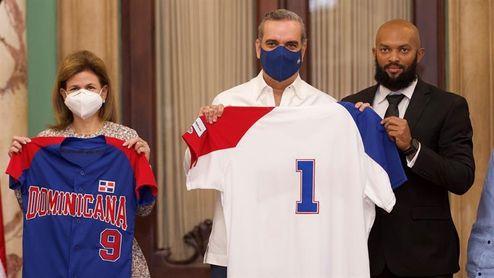El presidente dominicano se reúne con la selección de béisbol antes de Tokio